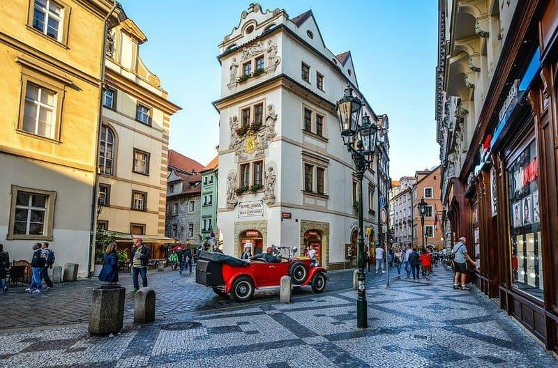 Сколько стоит виза в Чехию?